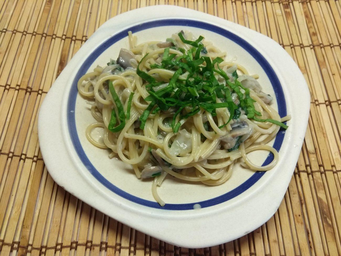 Спагетти в сливочном соусе с шампиньонами