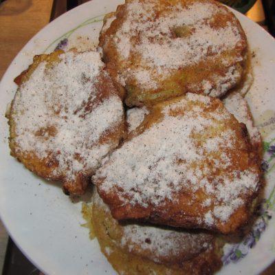 Фото рецепта - Яблоки в кляре с корицей жареные на сковороде - шаг 5