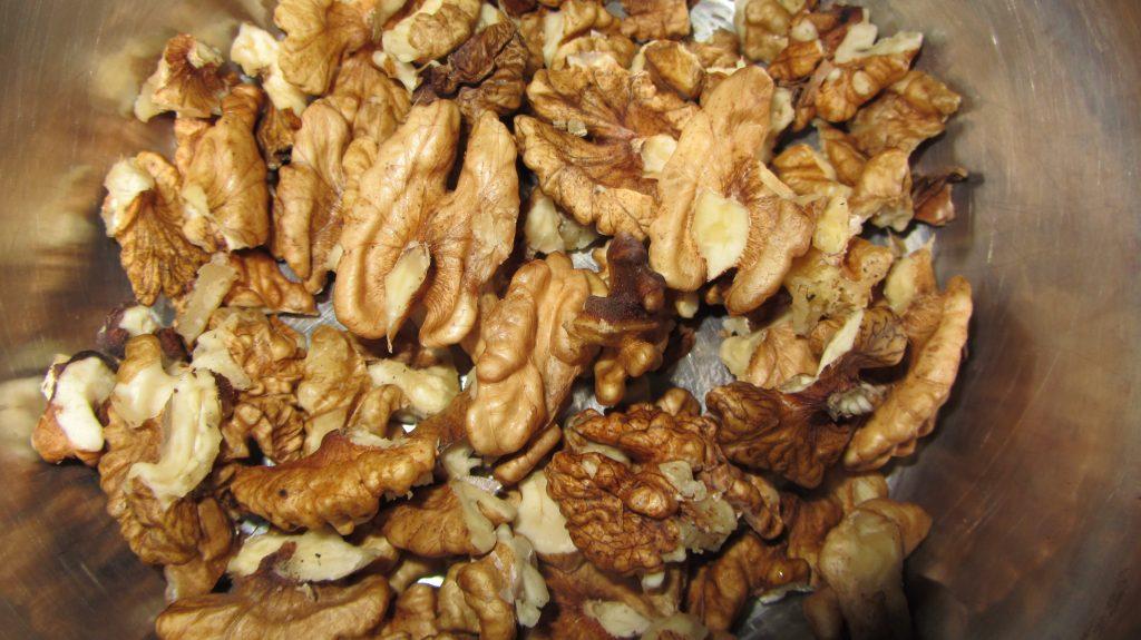 Фото рецепта - Кутья из пшеницы с орехами, изюмом - шаг 4