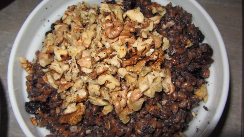 Фото рецепта - Кутья из пшеницы с орехами, изюмом - шаг 6