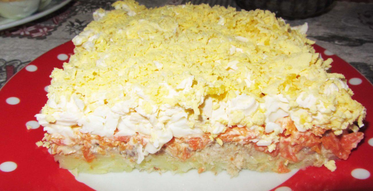 """Салат """"Мимоза"""" с тунцом, картофелем и яйцами"""