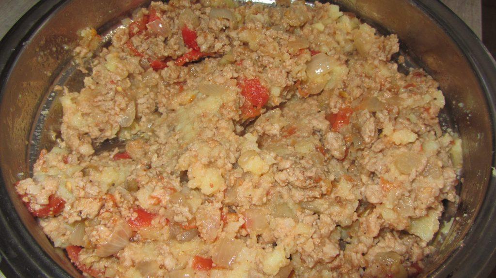 Фото рецепта - Открытый дрожжевой пирог с фаршем  и сыром - шаг 3