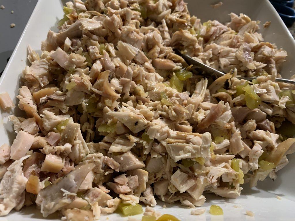Фото рецепта - Запеканка из тортильи с курицей и сыром под соусом Enchiladas - шаг 2