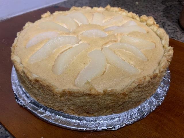 Фото рецепта - Пирог из песочного теста с творогом и грушами - шаг 11