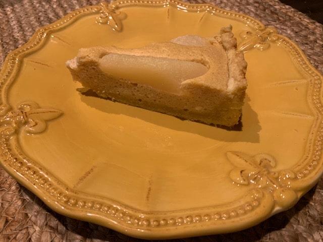 Пирог из песочного теста с творогом и грушами