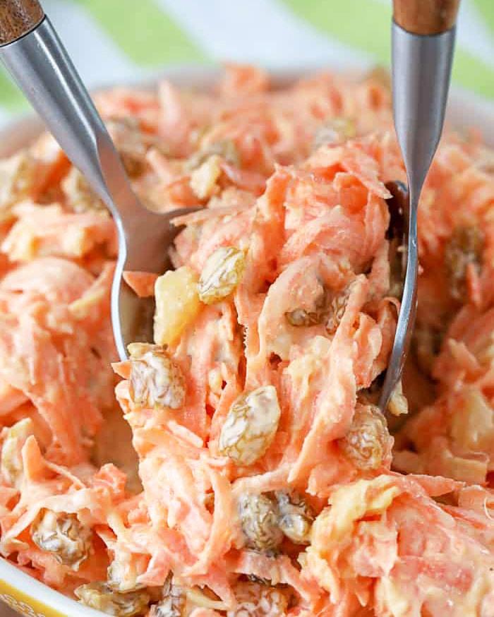 Фото рецепта - Морковный салат с изюмом и ананасом - шаг 3