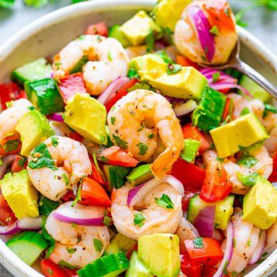 Салат с креветками, авокадо и помидорами - рецепт с фото