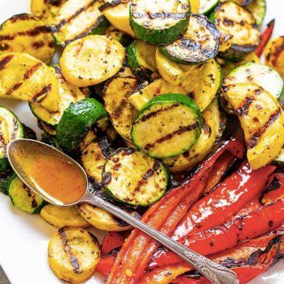 Запеченные овощи на гриле в медово-горчичной заправке - рецепт с фото
