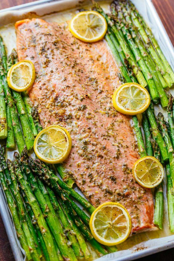 Фото рецепта - Запеченный лосось (целый) со спаржей - шаг 5