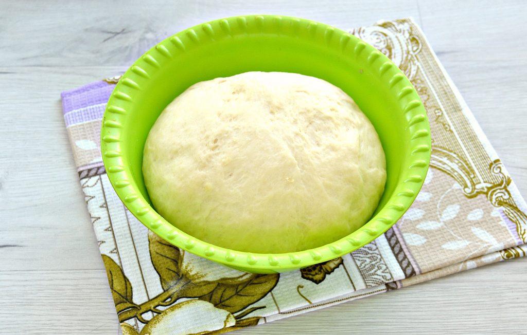 Фото рецепта - Дрожжевые пирожки с сосисками - шаг 1