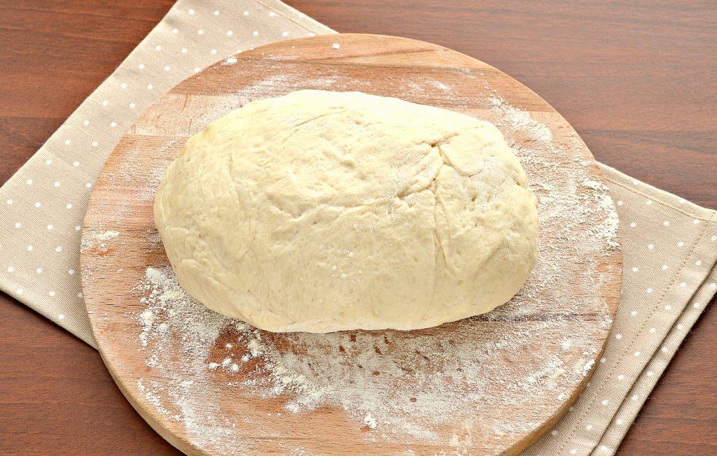 Фото рецепта - Открытый дрожжевой пирог с капустой и сыром - шаг 1