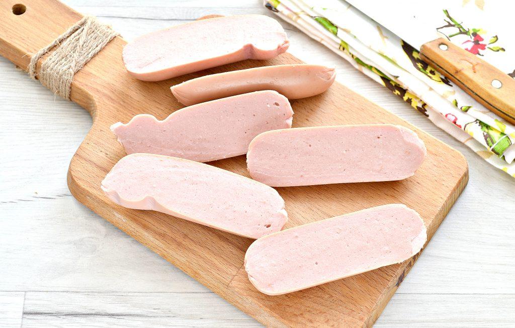 Фото рецепта - Сосиски в тесте с сыром на сковороде - шаг 1