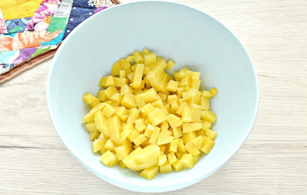 Фото рецепта - Пирог из слоеного теста с картошкой, кабачком, зеленым луком - шаг 1