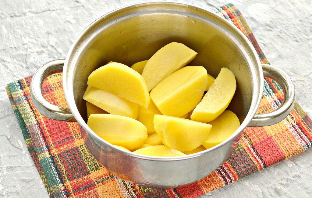 Фото рецепта - Начинка для пирожков из картофеля и обжаренного лука - шаг 1