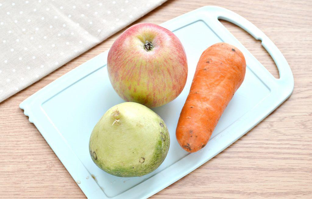 Фото рецепта - Витаминный салат с редькой и яблоком - шаг 1