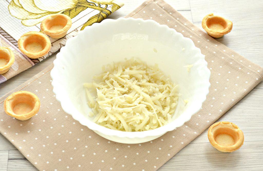 Фото рецепта - Тарталетки с соленой сельдью и картофелем - шаг 1