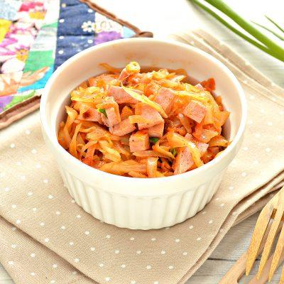 Тушёная капуста с колбасой - рецепт с фото