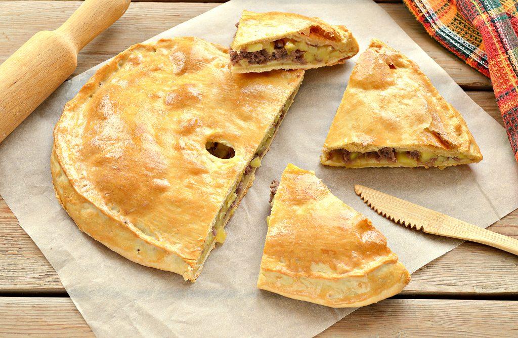 Фото рецепта - Пирог из песочного теста с картошкой и говядиной - шаг 10