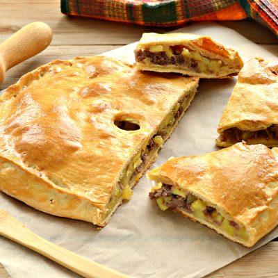 Пирог из песочного теста с картошкой и говядиной - рецепт с фото