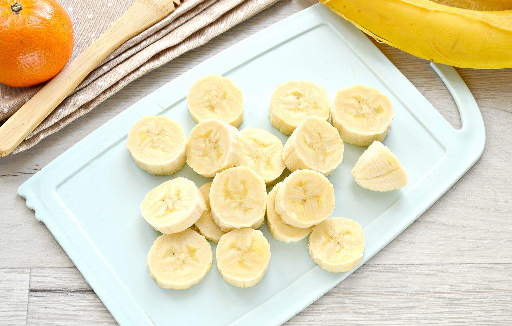 Фото рецепта - Мандариновый смузи с бананом и грушей - шаг 2