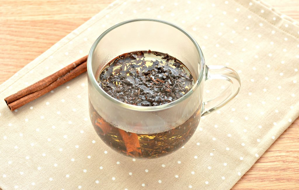 Фото рецепта - Чай с корицей и молоком - шаг 3