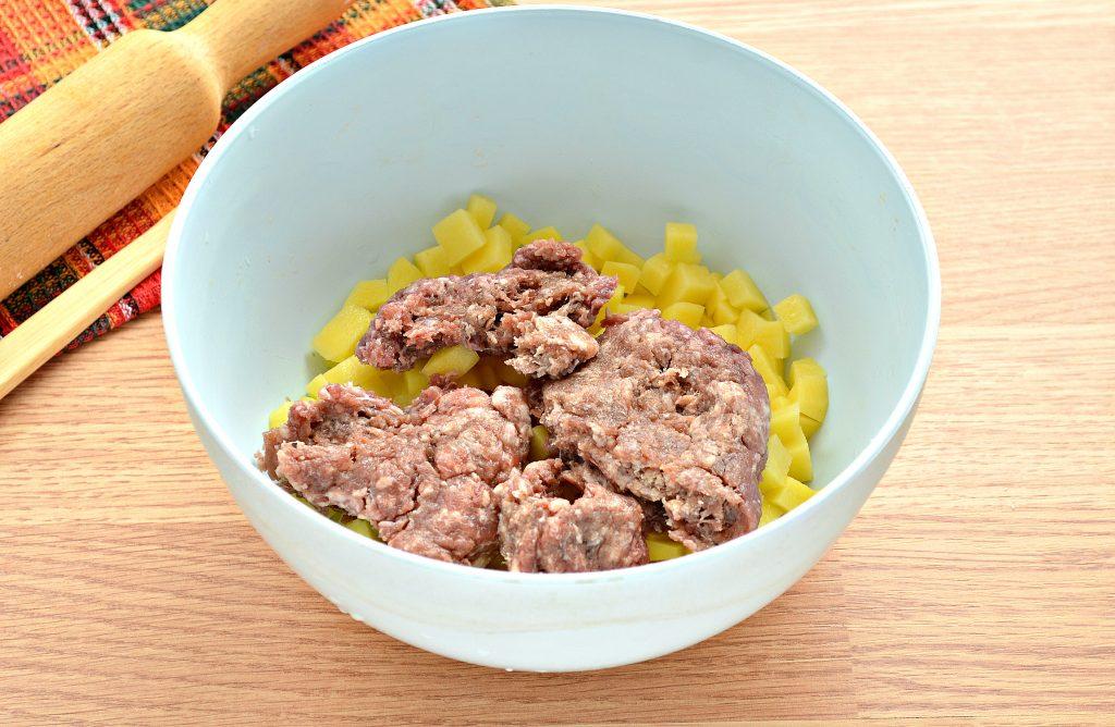 Фото рецепта - Пирог из песочного теста с картошкой и говядиной - шаг 3