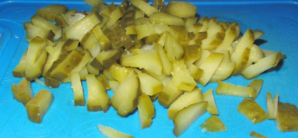 Фото рецепта - Салат с мясом и маринованным огурцом - шаг 4