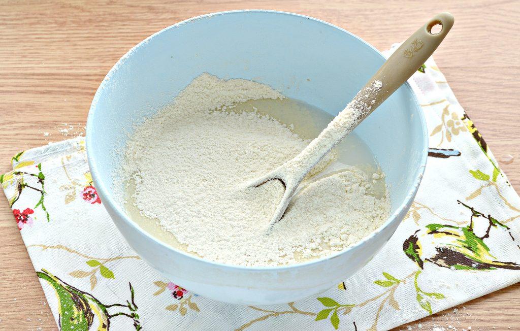 Фото рецепта - Дрожжевые блинчики с дырочками на сыворотке - шаг 3