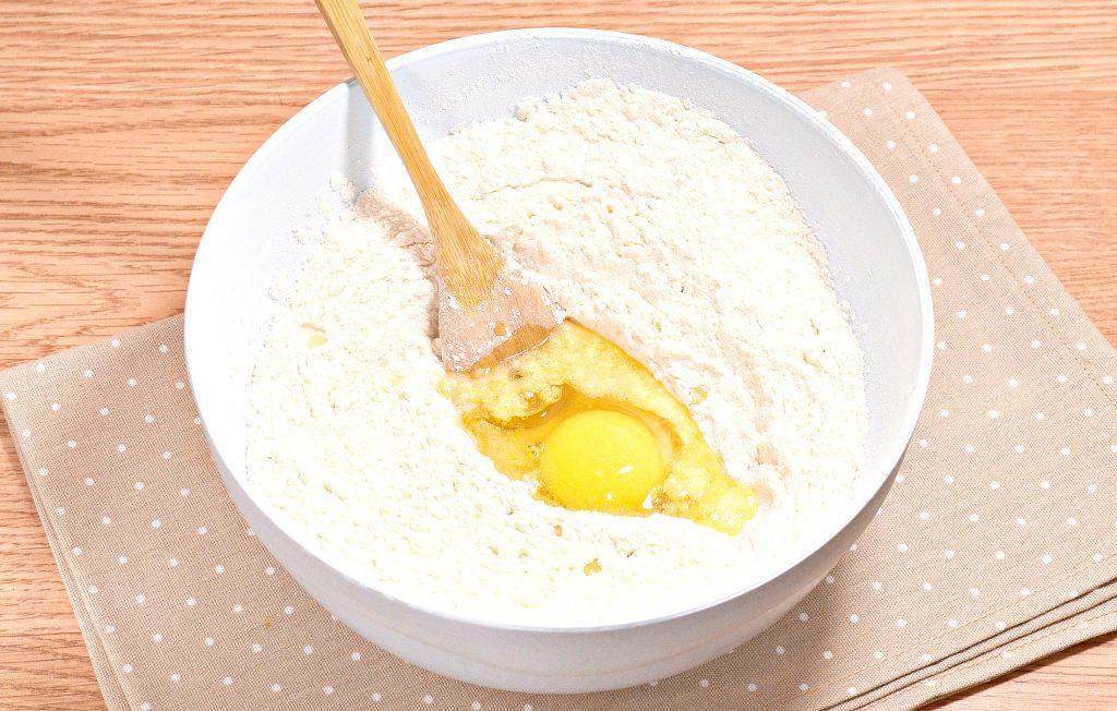 Фото рецепта - Нежное тесто для пельменей со сливочным маслом - шаг 4