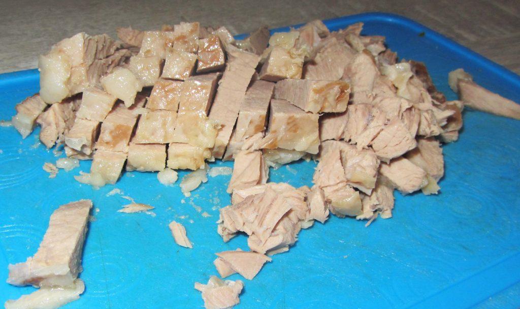 Фото рецепта - Салат с мясом и маринованным огурцом - шаг 1