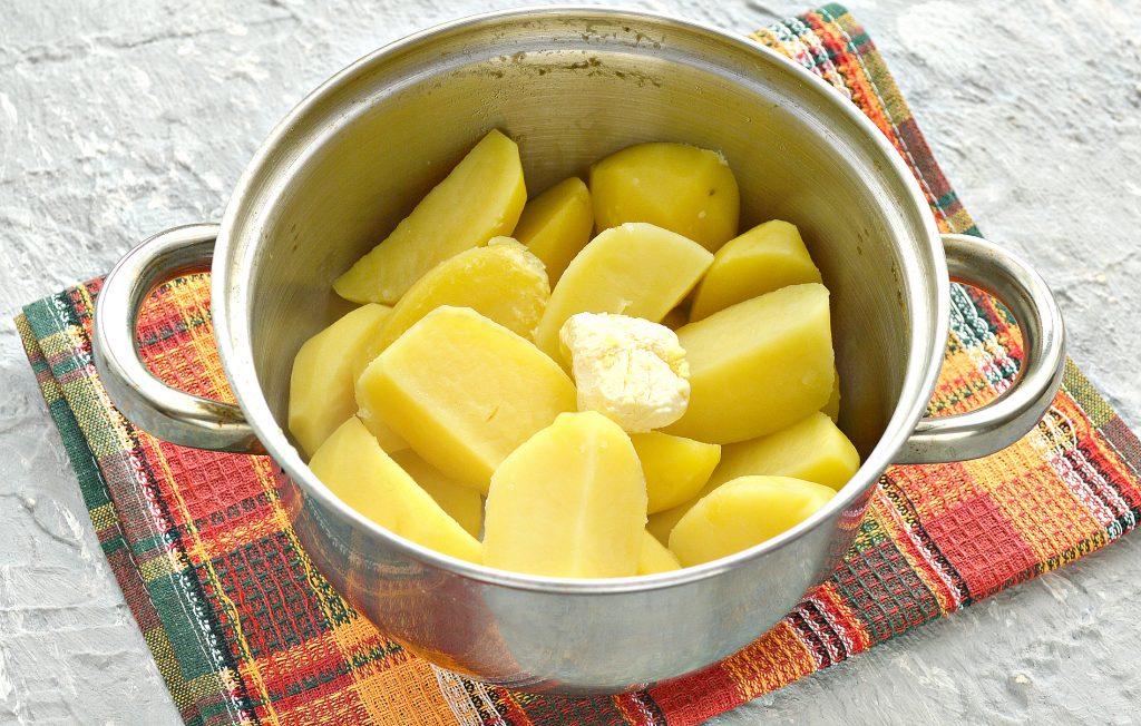 Фото рецепта - Начинка для пирожков из картофеля и обжаренного лука - шаг 4