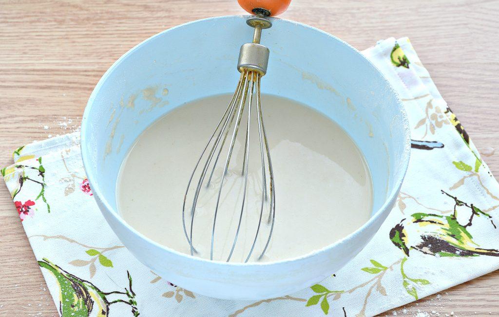 Фото рецепта - Дрожжевые блинчики с дырочками на сыворотке - шаг 4
