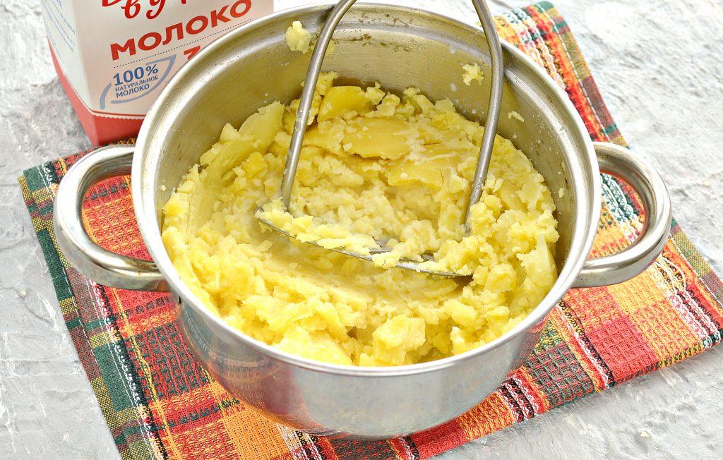 Фото рецепта - Начинка для пирожков из картофеля и обжаренного лука - шаг 5