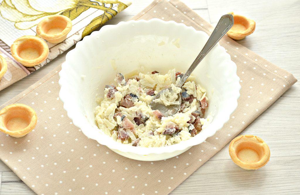 Фото рецепта - Тарталетки с соленой сельдью и картофелем - шаг 5