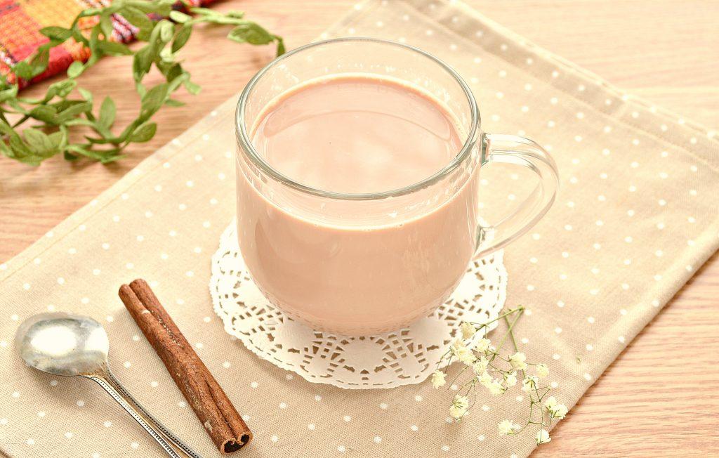 Фото рецепта - Чай с корицей и молоком - шаг 6