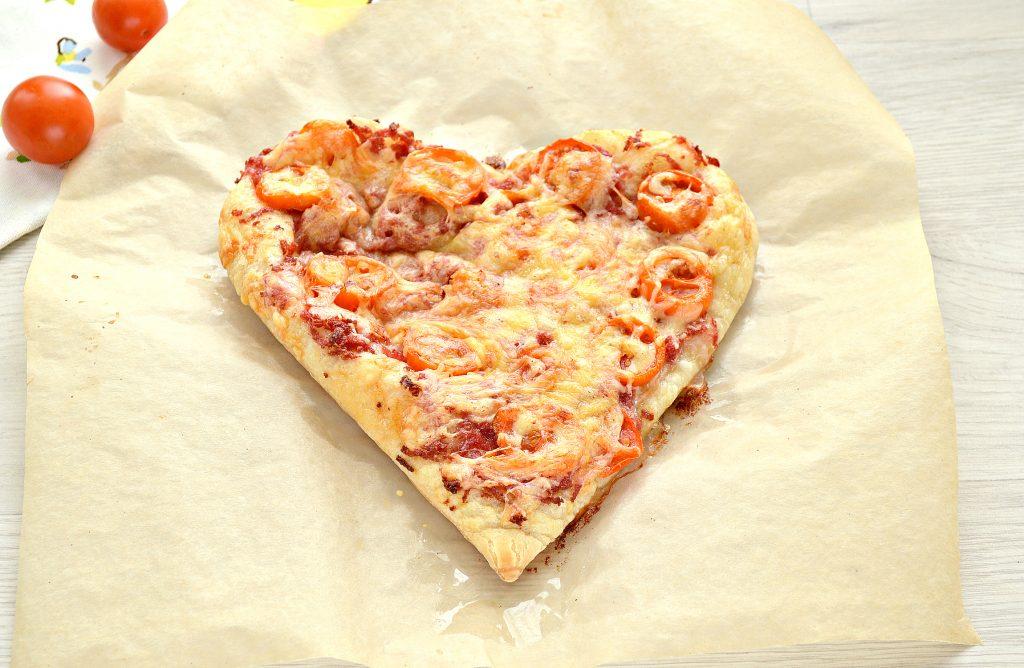 Фото рецепта - Пицца для романтиков с колбасой и черри - шаг 6