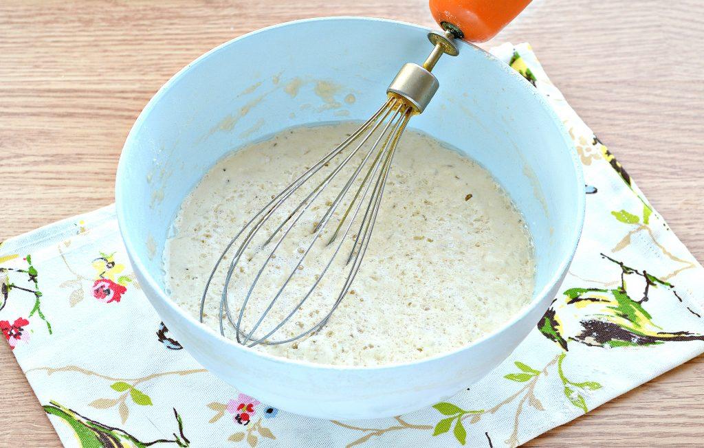Фото рецепта - Дрожжевые блинчики с дырочками на сыворотке - шаг 6