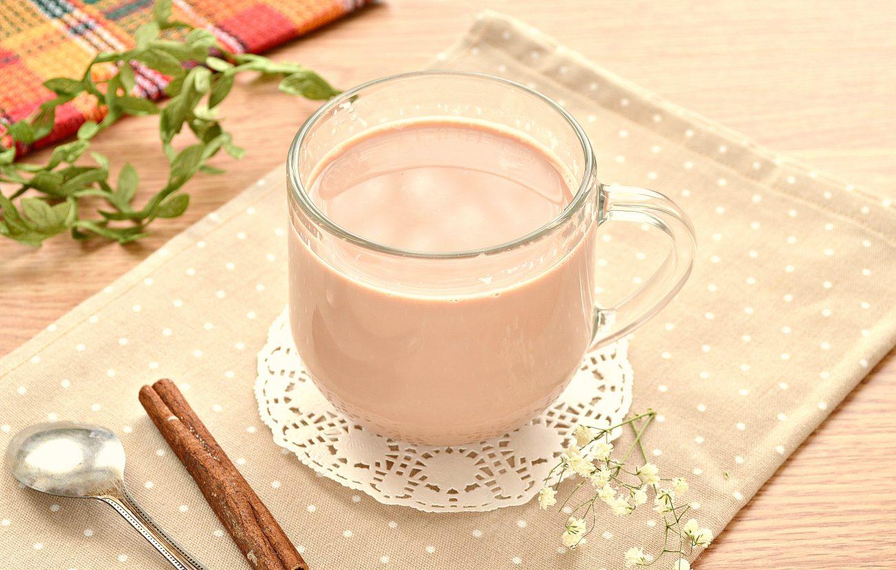 Чай с корицей и молоком