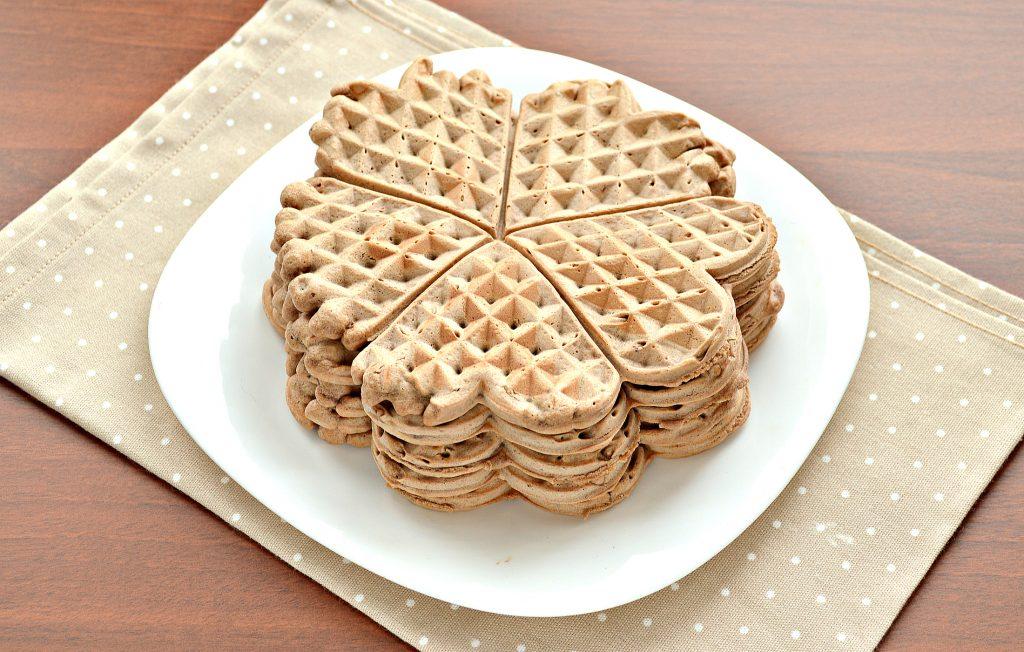 Фото рецепта - Домашние вафли на сливочном масле (с какао-порошком) - шаг 7