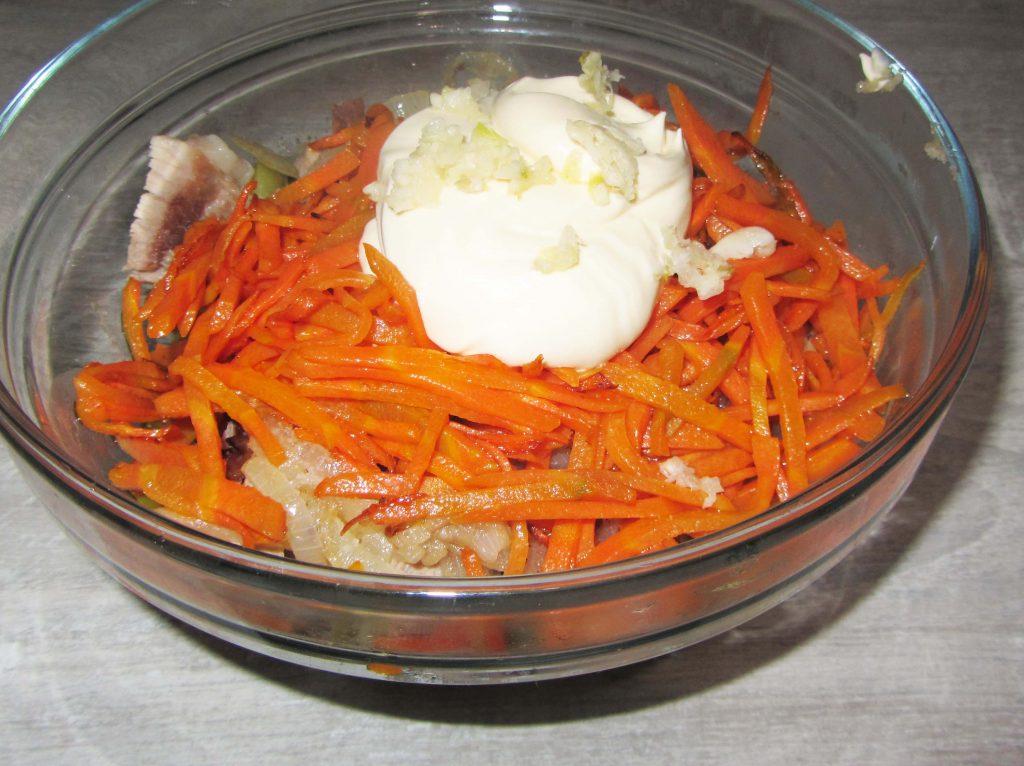 Фото рецепта - Салат с мясом и маринованным огурцом - шаг 5