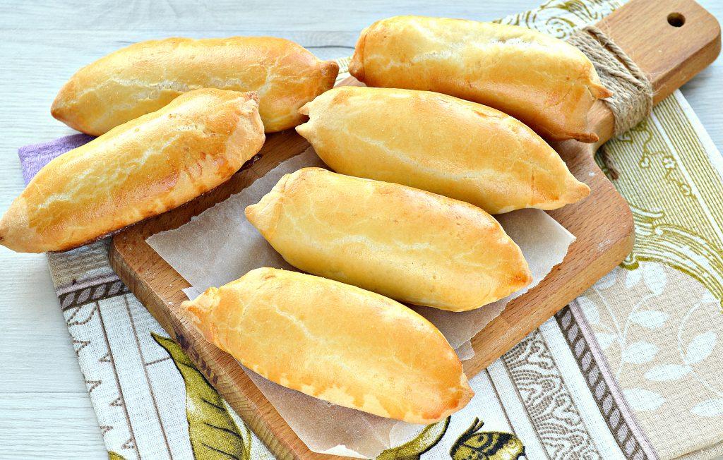 Фото рецепта - Дрожжевые пирожки с сосисками - шаг 8