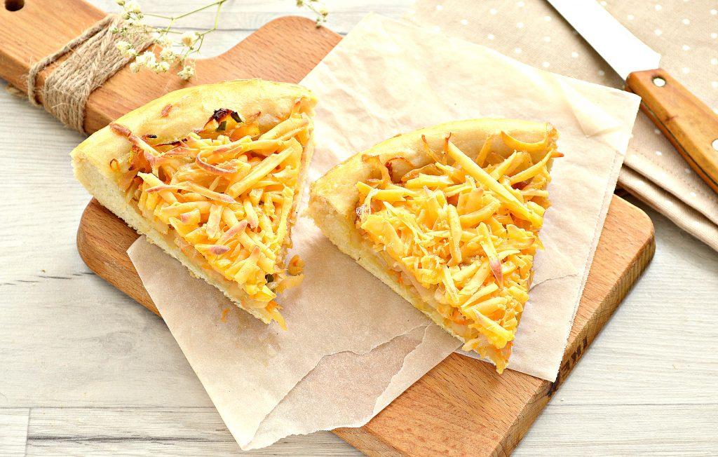 Фото рецепта - Открытый дрожжевой пирог с капустой и сыром - шаг 8