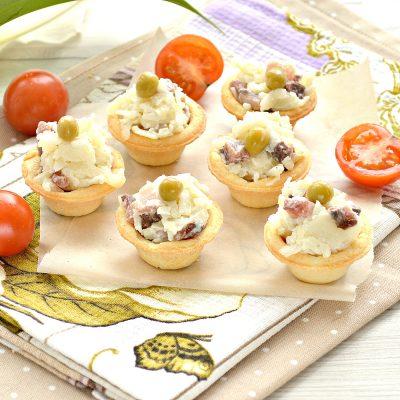 Тарталетки с соленой сельдью и картофелем - рецепт с фото