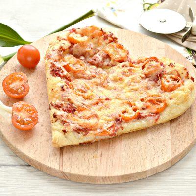 Пицца для романтиков с колбасой и черри - рецепт с фото