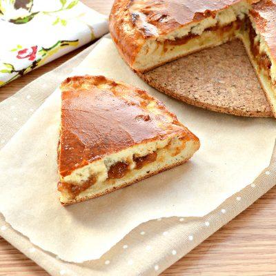 Дрожжевой пирог на молоке с яблочным повидлом - рецепт с фото