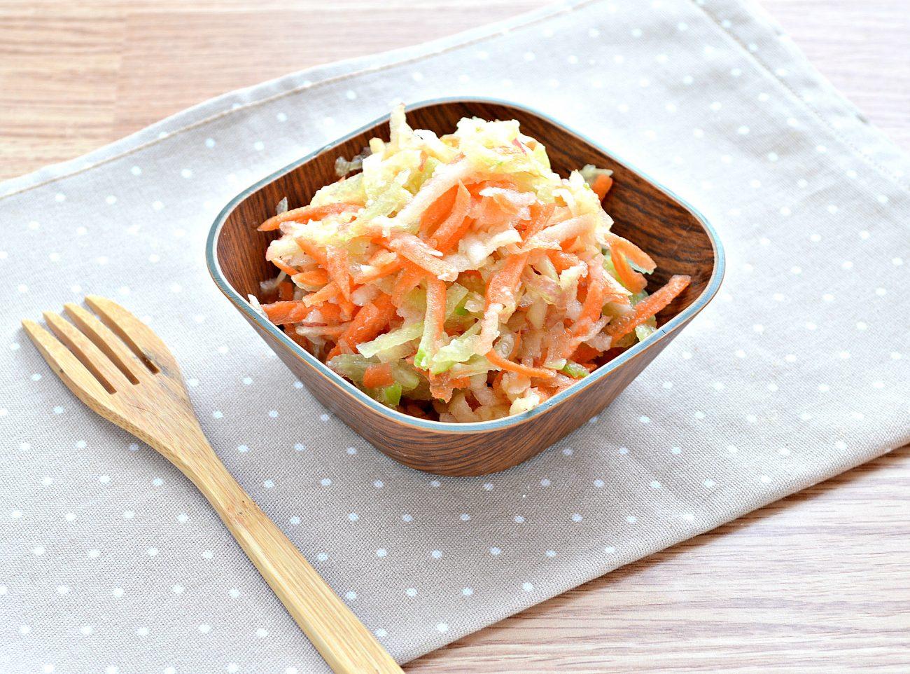 Витаминный салат с редькой и яблоком