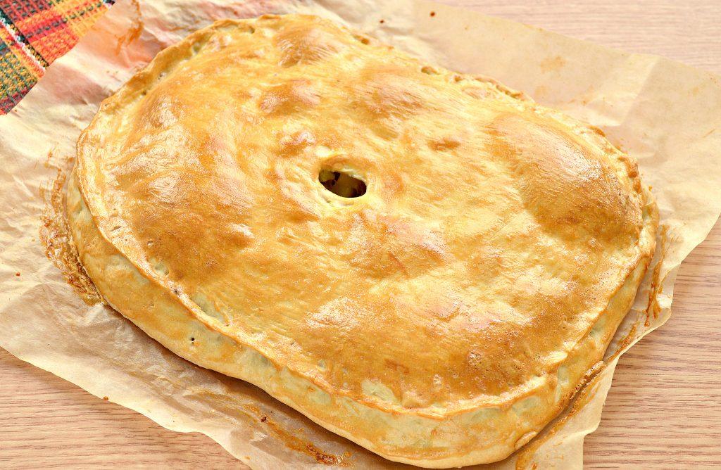 Фото рецепта - Пирог из песочного теста с картошкой и говядиной - шаг 9