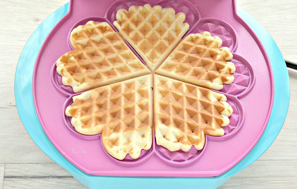 Фото рецепта - Домашние вафли на молоке - шаг 9