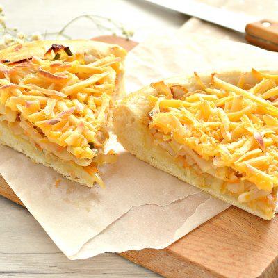 Открытый дрожжевой пирог с капустой и сыром - рецепт с фото