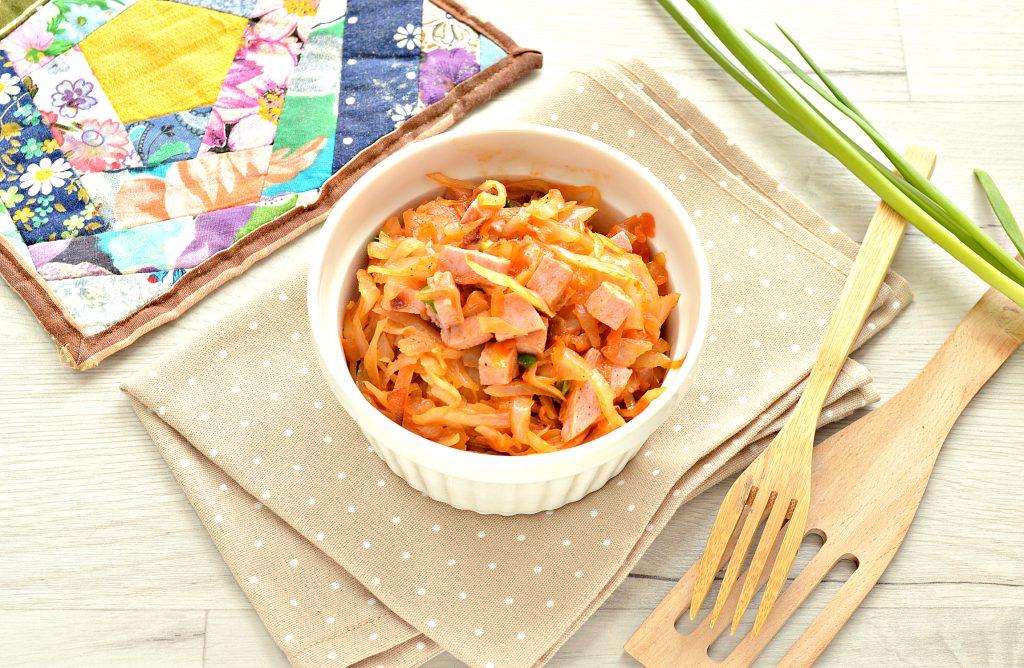 Фото рецепта - Тушёная капуста с колбасой - шаг 9
